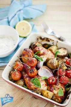 Pałeczki z kurczaka pieczone z pomidorami