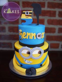 The Minions are so lovable, and these fifteen Minions cakes are just as lovable! Wonderful for children's parties of all kinds, you can get away with dressing the Minions up in all sorts of disguis. Pretty Cakes, Beautiful Cakes, Amazing Cakes, Minion Torte, Minion Cakes, Fondant Cakes, Cupcake Cakes, Despicable Me Cake, Minion Birthday