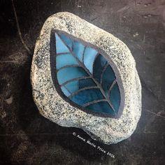 Mosaic Rocks, Mosaic Art, Mosaic Glass, Stained Glass, Mosaic Ideas, Mosaic Projects, Mosaic Garden, Rock Design, Pebble Art