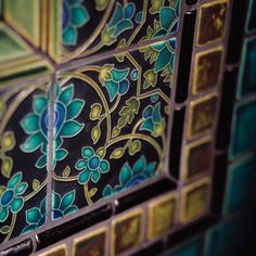 Motawi Tileworks Tapestry Wallpaper, Dark Green is a role-playing wallpaper, designed for installation. Tile Art, Mosaic Tiles, Mosaics, Tapestry Wallpaper, Art Deco Bathroom, Bathroom Ideas, Antique Tiles, Ivy House, Design Department