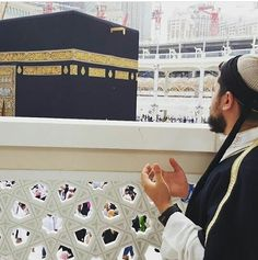 """Abu Hurairah (ra) told that the Messenger of Allah (SAW) said: 'Allahumma! Inni a'udhu bika minal-arba': min 'ilmin la yanfa'u, wa min qalbin la yakhsha'u, wa min nafsin la tashba'u, wa min du'a'in la yusma' [O Allah, I seek refuge with You from four things: From knowledge that is of no benefit, from a heart that does not fear (You), from a soul that is never satisfied, and from a supplication that is not heard].'"""" Reference : Sunan Ibn Majah 3837 In-book reference : Book 34, Hadith 11…"""
