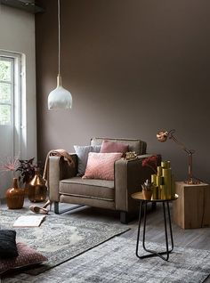 Combination of grey and taupe living room Taupe Living Room, Living Room Colors, Living Room Decor, Dark Brown Walls, Taupe Walls, Rooms Home Decor, Interior Design Living Room, Decoration, Wall Colors