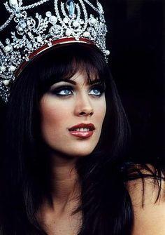 """Miss Venezuela """" Cynthia Lander """" Representante de Distrito Capital en 2001! Nos Representó en el Miss Universo de 2002 y quedó como 5ta. Finalista!"""
