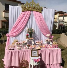 Princess theme ideas 👸👑 Whatever your occasion . choose your theme and le. Princess Theme Party, Baby Shower Princess, Baby Princess, Princess Birthday Party Decorations, 1st Birthday Party For Girls, Baby Party, Birthday Parties, Girl Baby Shower Decorations, Baby Shower Themes