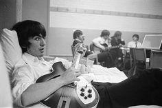 Pедкие фотографии «The Beatles», сделанные фотографом Куртом Гюнтером во время американского турне группы в 1964 году.   P.S: Именно такие удивительные находки делают наш день. Ещё одна мечта нашей юности.