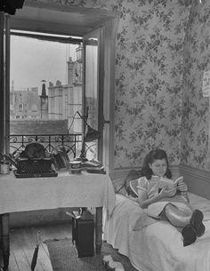 Paris 1947, looking so very Paris in 1947.