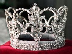 Crown worn only by Rose Queen, Linda Strother in 1968 After all, I am a princess! Royal Crowns, Royal Tiaras, Crown Royal, Tiaras And Crowns, Royal Jewelry, Jewelry Box, Jewlery, Invisible Crown, Rose Queen
