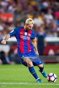 Lionel Messi of FC Barcelona kicks the ball during the Joan Gamper trophy match between FC Barcelona and UC Sampdoria at Camp Nou on August 10, 2016 in Barcelona, Spain.