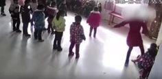 Enfurece impactante vídeo de maestra golpeando a estudiantes de...
