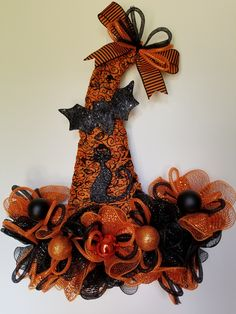 Cat and Bat Witch Hat, Halloween Hat by CraftingByLauraLee on Etsy Halloween Magic, Halloween Hats, Halloween Signs, Holidays Halloween, Halloween Wreaths, Halloween Witches, Paper Halloween, Halloween Halloween, Fall Mesh Wreaths
