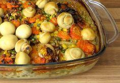 Low Carb Schnitzel-Auflauf mit Gemüse, herzhafter Sahnesoße und ganzen Champignons