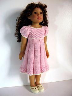 Poupée de slim en plissé été robe.    Cette robe plissée est une version allégée de loriginal que jai écrit pour poupées plein corsé 18.    Ce modèle va créer une robe pour sadapter à 18 poupée à corps mince. Certaines de ces poupées sont Kidz n Cats, fille de voyage et similaires. Tour de poitrine pour le modèle sur les photos est de 8 1/2 autour. Le modèle peut être utilisé pour nimporte quel poupée avec cette mesure, quelle que soit sa durée, qui peut être ajustée en manipulant le nombre…