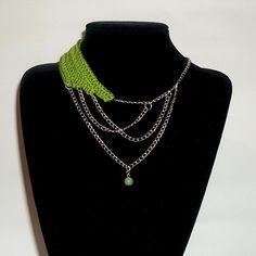 Collar 46: hilo verde con cadenas plateadas y piedra crisoprasa. Ch$5.000.