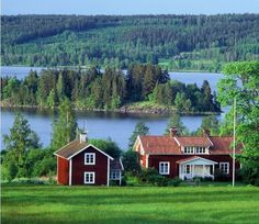Sweden - Swedish Summer Lifestyle - in the Swedish countryside Swedish Cottage, Red Cottage, Swedish House, Scandinavian Countries, Scandinavian Home, Casa Jenner, Voyage Suede, Red Houses, Sweden Travel