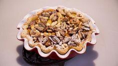 Rudolph's Bakery | eetje bij beetje de bloem erdoor en kneed tot een soepel deeg. Verpak het deeg in plasticfolie en laat circa 30 minuten rusten in de...