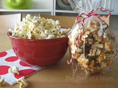 Need a quick, easy and frugal last minute gift idea? Make this super yummy Gourmet Butterscotch Toffee Popcorn to give to your favorite people! Toffee Popcorn, Popcorn Gift, Gourmet Popcorn, Holiday Recipes, Great Recipes, Favorite Recipes, Christmas Recipes, Recipe Ideas, Easy Recipes