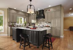 New Kitchen Decor Traditional Grey Cabinets Ideas Best Kitchen Cabinets, Kitchen Cabinet Colors, Grey Cabinets, Painting Kitchen Cabinets, Kitchen Paint, Kitchen Colors, New Kitchen, Kitchen Decor, Kitchen Ideas