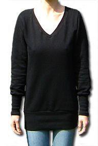 Longpulli (Freebook) mit breitem Bündchen und V-Ausschnitt. Genäht wird der Pulli aus Sweatshirtstoff oder Jersey. Der Schnitt kommt in zwei Größen: S: 34/36 und M: 38/40 | schneidern-naehen.de