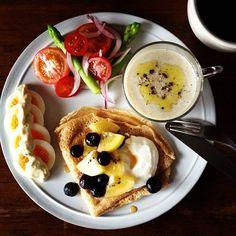 .@keiyamazaki (Kei Yamazaki) 's Instagram photos | Webstagram - the best Instagram viewer Gourmet Recipes, Snack Recipes, Cooking Recipes, Best Breakfast, Breakfast Recipes, B12 Foods, Breakfast Platter, Good Foods To Eat, Food Plating
