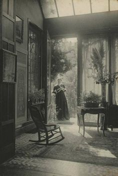Marcel Vanderkindere's image of a summer lounge in Belgium in history A Look Inside Victorian Homes in the Antique Photos, Vintage Pictures, Vintage Photographs, Old Pictures, Vintage Images, Old Photos, Victorian Pictures, Rare Photos, Victorian Interiors