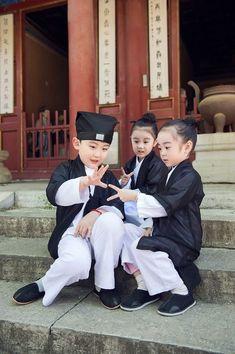 Cute young Taoist priest in Beijing - People's Daily Online Precious Children, Beautiful Children, Beautiful Babies, Beautiful People, Beijing, Shanghai, Kids Around The World, Kids Dress Up, Asian Babies