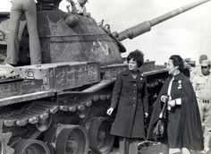 October war Yom Kippur war حرب اكتوبر Jihan sadat the first lady after the war beside an israel tank wreck October War, Army Post, Old Egypt, Yom Kippur, Military Pictures, Museum Exhibition, Military Vehicles, Heavy Metal, Victorious