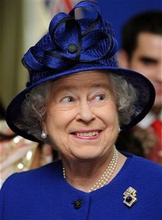 Her Royal Hilariousness: 30 Funny Pictures Of The Queen (PHOTOS). Love this picture for Queen Elizabeth II. God Save The Queen, Hm The Queen, Royal Queen, Her Majesty The Queen, Prinz Charles, Prinz William, Queen Photos, Queen Pictures, Royal Families