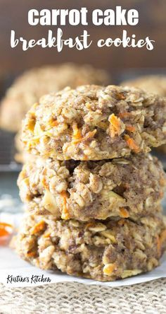 This easy oatmeal breakfast cookie recipe… Healthy carrot cake breakfast cookies! This easy oatmeal breakfast cookie recipe makes soft breakfast cookies that are full of carrot, apple, spices and oats. Oatmeal Breakfast Cookies, Breakfast Cookie Recipe, Healthy Breakfast Cookies, Breakfast Cake, Breakfast Biscuits, Fast Breakfast Ideas, Soft Cookie Recipe, Healthy Carrot Cakes, Healthy Cookies