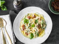 Cremige Spinat-Spaghetti mit getrockneten Tomaten