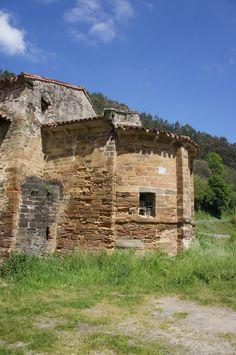 Ábside monasterio S. Miguel de Bárzana.