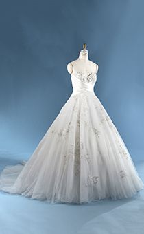 Disney wedding gowns collection 3 snow white by alfred angelo snow white wedding dress junglespirit Image collections