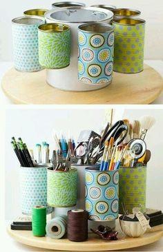 organizador con latas de diferentes tamaños