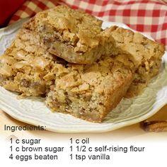 9x13 Cake Recipe, Pecan Bread Recipe, Pecan Cake, Banana Bread Recipes, Almond Recipes, Cake Recipes, Dessert Recipes, Easy Desserts, Delicious Desserts