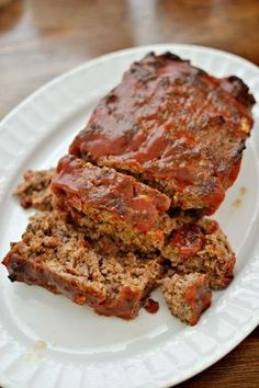 Meatloaf This quick easy meatloaf recipe is made with just a few simple ingredients but with a whole lot of tasty flavor.This quick easy meatloaf recipe is made with just a few simple ingredients but with a whole lot of tasty flavor. Meatloaf Recipe With Crackers, Beef Meatloaf Recipes, Healthy Meatloaf, Best Meatloaf, Hamburger Recipes, Ground Beef Recipes, Meat Recipes, Cooking Recipes, Turkey Meatloaf