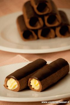 Cannoli di frolla al cacao : Doce Doce Italian Pastries, Italian Desserts, Mini Desserts, Italian Recipes, Delicious Desserts, Dessert Recipes, Cannoli, Chocolate Slim, Chocolate Recipes