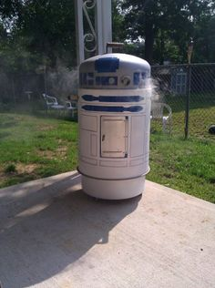 """That there is an R2-D2 grill/ smoker... the word """"want"""" does not describe how I feel right about now..."""
