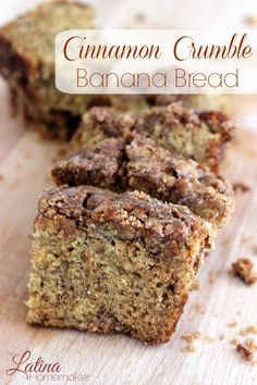 Cinnamon Crumble Banana Bread-A delicious and moist banana bread that is topped off with a cinnamon crumble for the ultimate treat. This recipe is a must try! THE BEST! Just Desserts, Delicious Desserts, Dessert Recipes, Yummy Food, Cinnamon Crumble, Cinnamon Banana Bread, Banana Crumble, Cinnamon Desserts, Cinnamon Rolls