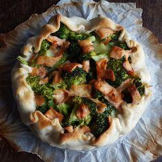 Brokkoli - Lachs - Feta - Quiche, ein tolles Rezept aus der Kategorie Tarte/Quiche. Bewertungen: 31. Durchschnitt: Ø 4,0.
