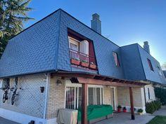 Colocacion de pizarra de tejado con sistema de doble gancho Mansions, House Styles, Outdoor Decor, Home Decor, Slate Roof, San Jose, Decoration Home, Manor Houses, Room Decor