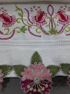 This Pin was discovered by HUZ Hobbies And Crafts, Diy And Crafts, Creative Embroidery, Crochet Borders, Crochet Art, Needle Lace, Crochet Videos, Cutwork, Crochet Clothes