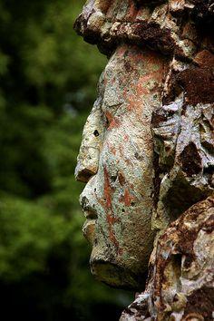 Statue at the Mayan ruins in Copan, Honduras. estatue en las ruinas mayas de Copán , Honduras .