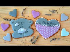 Имбирное печенье ко Дню Святого Валентина Valentine Cookies, Valentines, Teddy Bear Cookies, Cookie Videos, Royal Icing, Simple, Frosted Cookies, Chip Cookies, Decorated Cookies
