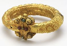 bracelet  (11th century AD) gold, rubies, emeralds -- high handicraft jewellry from Syria or Egypt
