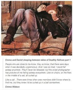 Emma Watson and Daniel Radcliffe cuddled up in some corner on set of Deathly Hallows Part Harry Potter. Harry Potter World, Harry Potter Jokes, Harry Potter Cast, Harry Potter Universal, Harry Potter Fandom, Harry Potter Friendship, Harry Y Hermione, Hermione Granger, Ron Weasley