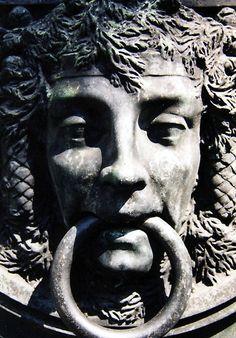 GOLPEADOR DE PUERTA DE CRIPTA, LA CHAISE CEMENTERIO, PARIS