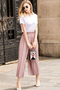 Culottes Outfit – Best Outfits to Wear Classy Outfits, Trendy Outfits, Summer Outfits, Cute Outfits, Fashion Outfits, Culottes Outfit Summer, Work Outfits, Summer Pants, Pink Culottes