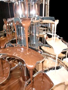 chocolate fountain foods double chocolate fountains available for hire in brisbane, gold coast, sunshine coast and toowoomba regions of queensland australia Mini Chocolate Fountain, Chocolate Fountain Recipes, Chocolate Fountains, Lolly Buffet, Candy Buffet, Luxury Chocolate, White Chocolate, Blackberry Syrup, Table Arrangements
