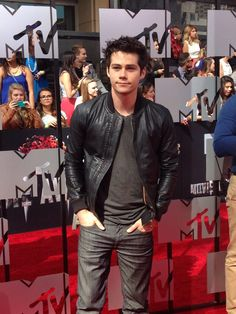 .@Teen Wolf @Dylan O'Brien arrives at @MTV #movieawards pic.twitter.com/x9t3kbHctg