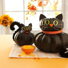 Easy Halloween pumpkin crafts: Black cat pumpkins