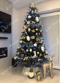 Ako ozdobiť vianočný stromček ? trendy pre rok 2020   Svet Stromčekov Trendy, Christmas Tree, Holiday Decor, Home Decor, Tree Structure, Teal Christmas Tree, Decoration Home, Room Decor, Xmas Trees
